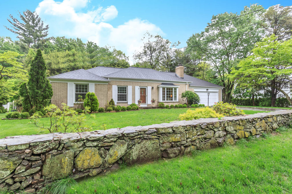 Price: SOLD 11/9/17 For $585,000. Address: 1450 Bronson Road City: Fairfield  State: CT ZIP: 06824. MLS #: Style: Garden / Ranch Year Built: 1962